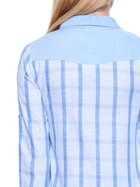 Błękitna koszula w kratę z biżuteryjnym kołnierzykiem                                  zdj.                                  7