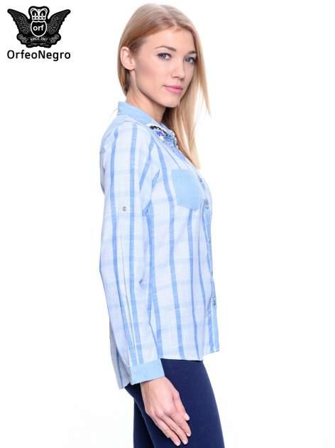 Błękitna koszula w kratę z biżuteryjnym kołnierzykiem                                  zdj.                                  6