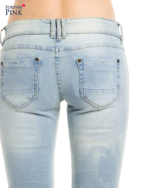 Błękitne jeansy biodrówki na dwa guziki                                  zdj.                                  5