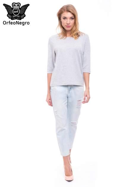 Błękitne spodnie girlfriend jeans z dziurami                                  zdj.                                  4