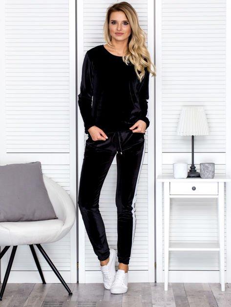 Bluza damska welurowa z jasnymi modułami czarna                              zdj.                              4