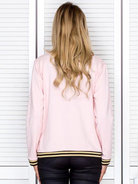 Bluza damska z błyszczącym ściągaczem jasnoróżowa                              zdj.                              2