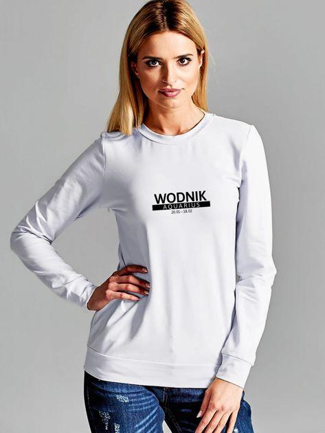 Bluza damska z nadrukiem znaku zodiaku WODNIK jasnoszara                              zdj.                              1