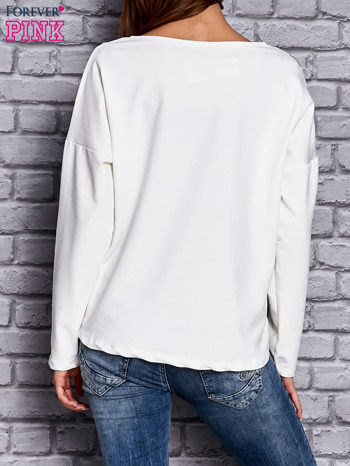 Bluza z motywem pasków i napisem ecru                                  zdj.                                  4