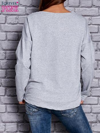 Bluza z motywem pasków i napisem jasnoszara                                  zdj.                                  4