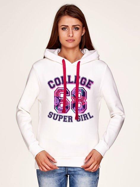 Bluza z napisem COLLEGE SUPER GIRL 68 i kapturem biała