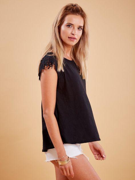 Bluzka czarna z koronkowymi rękawami                              zdj.                              2