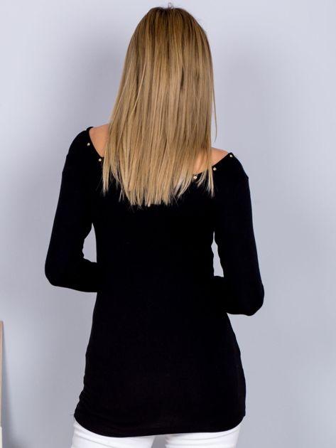 Bluzka czarna z wycięciami i aplikacją                              zdj.                              2