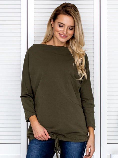Bluzka damska oversize z kieszenią khaki                              zdj.                              1