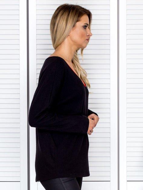 Bluzka damska z kontrastową lamówką czarna                              zdj.                              3