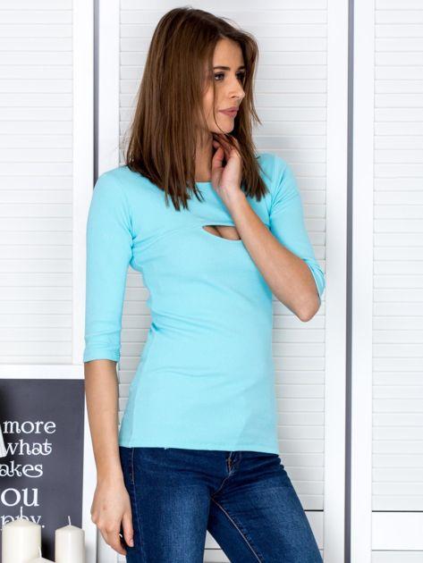 Bluzka jasnoniebieska z wycięciem na dekolcie                              zdj.                              5