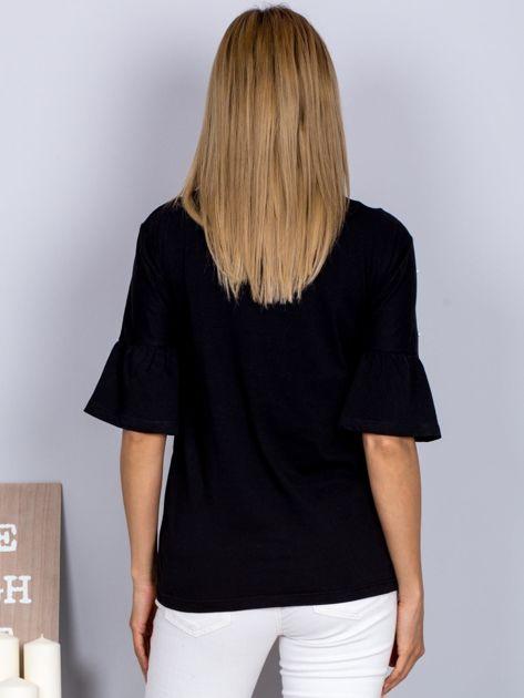 Bluzka z rozszerzanymi rękawami i perełkami czarna                              zdj.                              2