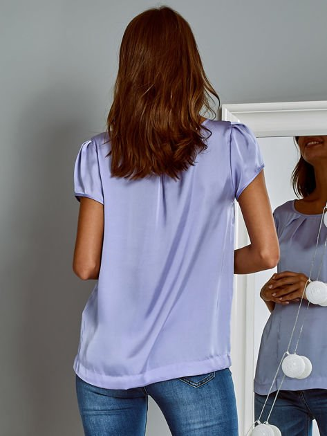 Błyszczący satynowy t-shirt fioletowy                                  zdj.                                  2