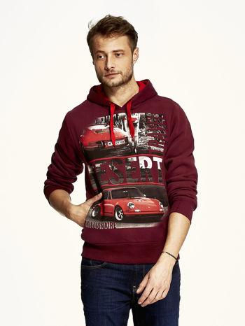 Bordowa bluza męska z samochodowym nadrukiem                                  zdj.                                  1