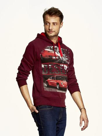 Bordowa bluza męska z samochodowym nadrukiem                                  zdj.                                  3