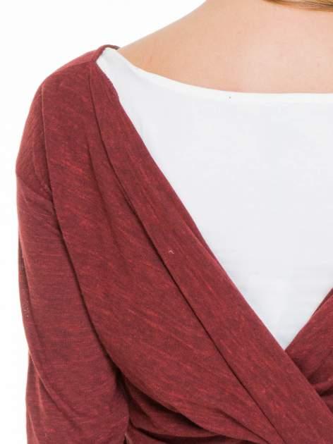 Bordowa bluzka z kopertowym dekoltem na plecach                                  zdj.                                  4