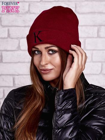 Bordowa czapka beanie z literą K                                  zdj.                                  1