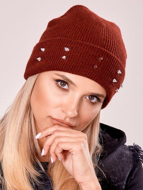 Burgundowa czapka z kolcami na mankiecie                              zdj.                              1