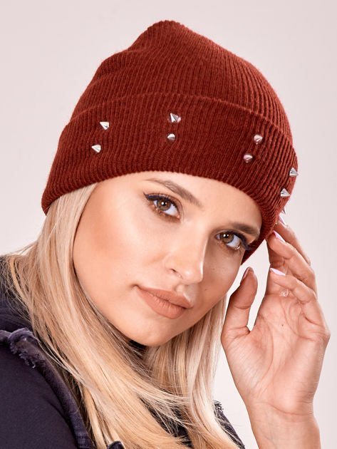 Burgundowa czapka z kolcami na mankiecie                              zdj.                              2