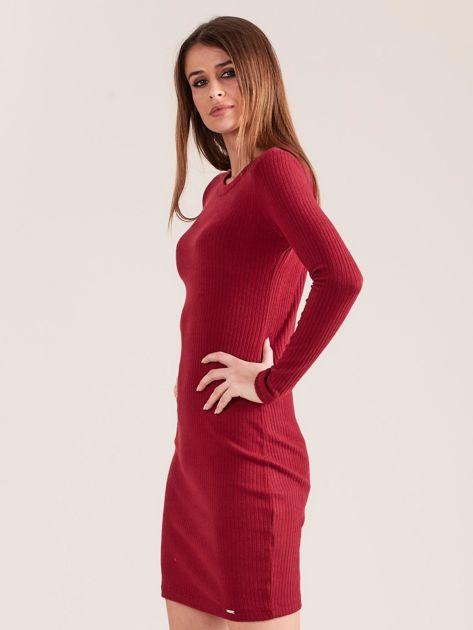 Bordowa dopasowana sukienka w prążek                              zdj.                              3