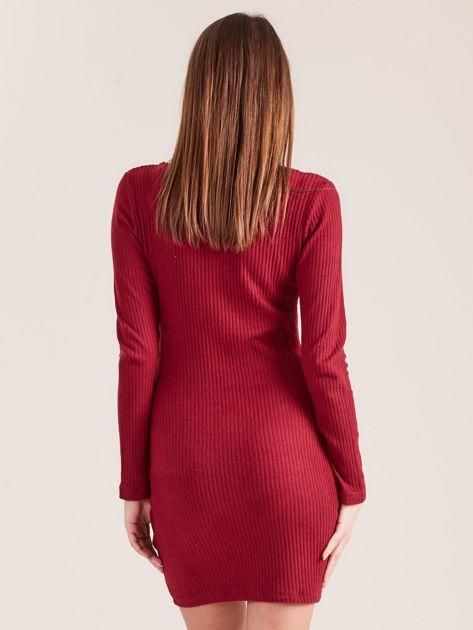 Bordowa dopasowana sukienka z głębokim dekoltem V                               zdj.                              2