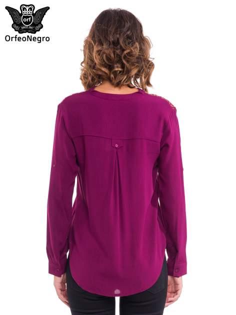 Bordowa koszula z haftem etno na ramionach i kieszonką                                  zdj.                                  2