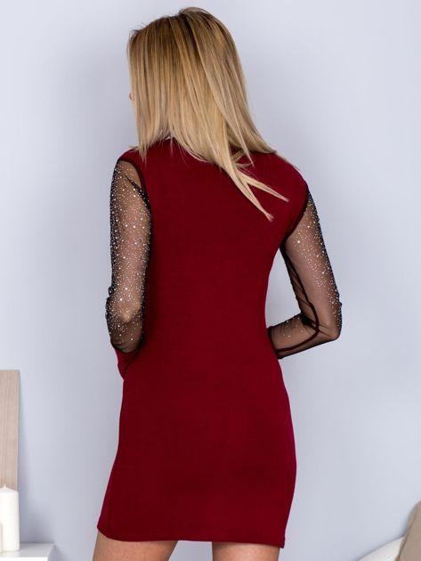 Bordowa sukienka z siateczkowym dekoltem i dżetami                                  zdj.                                  2