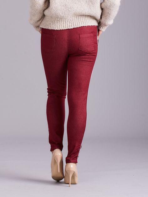 Bordowe spodnie z troczkami i lampasami                              zdj.                              2