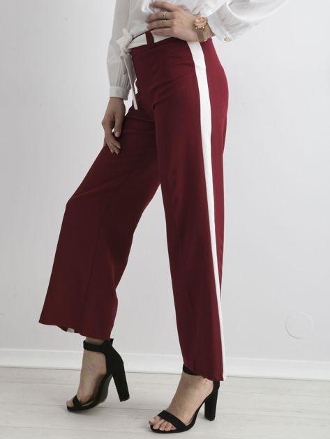 Bordowe szerokie spodnie z lampasami                              zdj.                              3