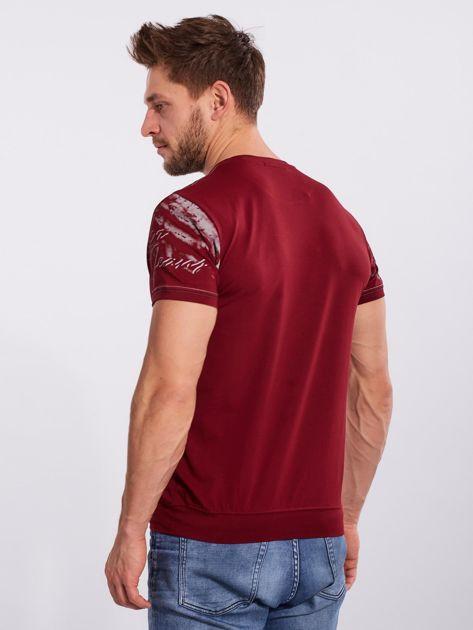 Bordowy bawełniany męski t-shirt z nadrukiem                              zdj.                              2