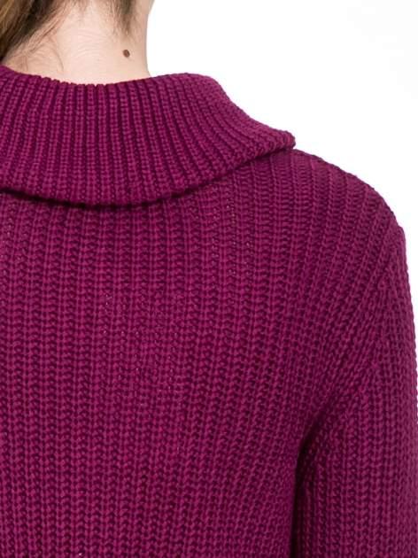 Bordowy ciepły sweter z golfowym kołnierzem                                  zdj.                                  7