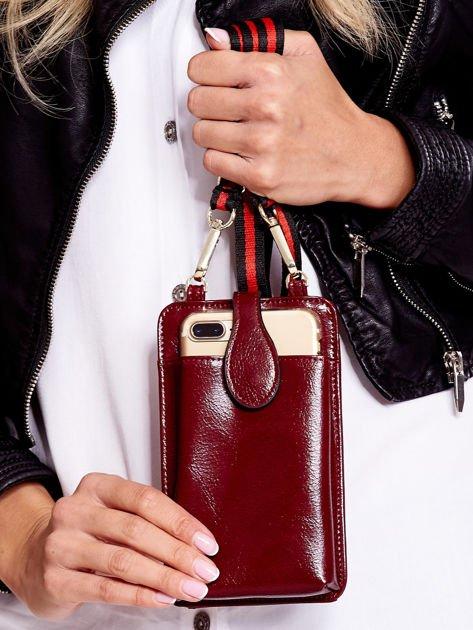 Bordowy portfel i etui na telefon z odpinanym paskiem                              zdj.                              4