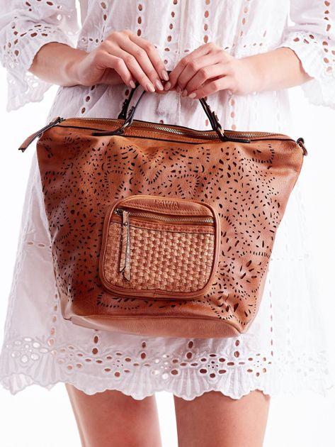 Brązowa ażurowa torba z plecioną kieszonką                              zdj.                              3