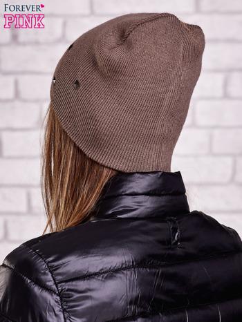 Brązowa czapka z metalowymi dżetami                                  zdj.                                  2