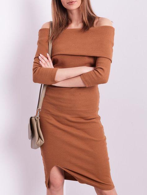 Brązowa dopasowana sukienka z odkrytymi ramionami                              zdj.                              1