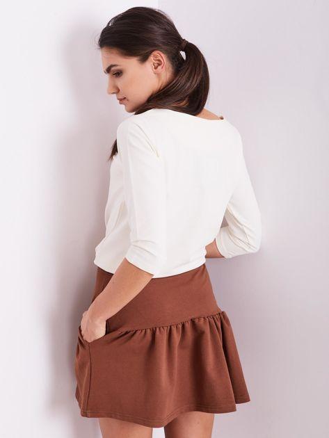 Brązowa dresowa spódnica z falbaną                               zdj.                              2