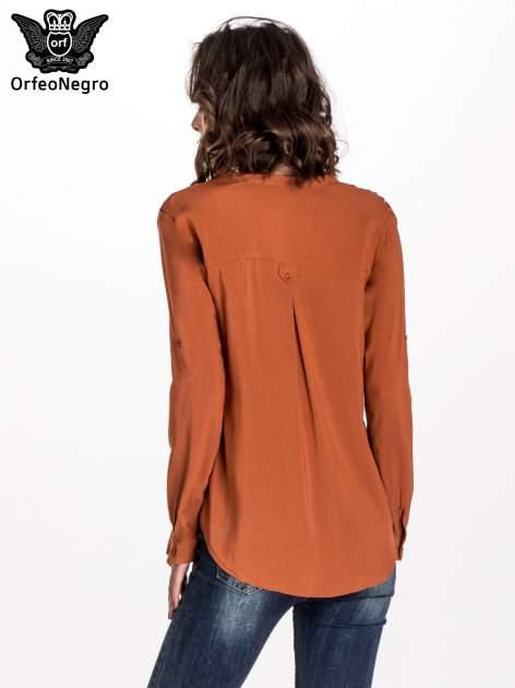 Brązowa koszula z haftem etno na ramionach i kieszonką                                  zdj.                                  3