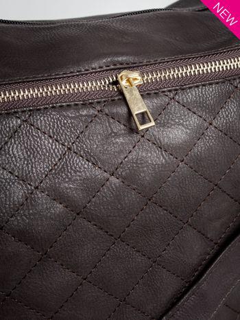 Brązowa pikowana torebka na ramię                                  zdj.                                  4