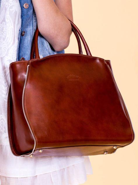Brązowa skórzana torba z ozdobnymi suwakami