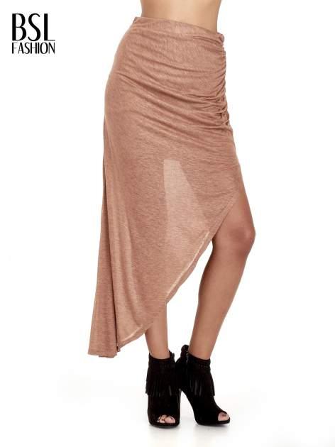 Brązowa spódnica maxi z drapowaniem i rozporkiem z boku