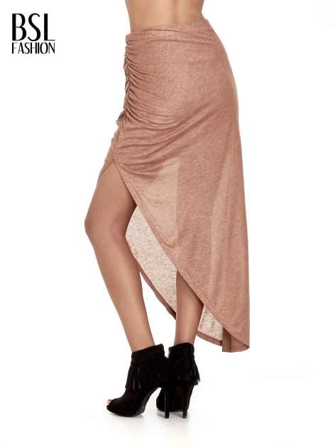 Brązowa spódnica maxi z drapowaniem i rozporkiem z boku                                   zdj.                                  4