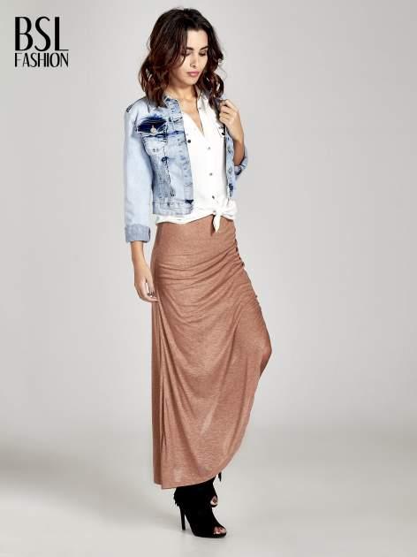 Brązowa spódnica maxi z drapowaniem i rozporkiem z boku                                   zdj.                                  2
