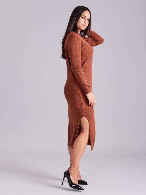 Brązowa sukienka dzianinowa z bocznym sznurowaniem                              zdj.                              3