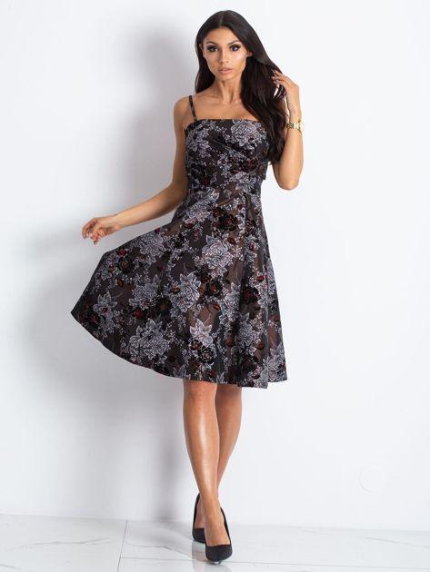 Brązowa sukienka koktajlowa z kwiatowym motywem                              zdj.                              4
