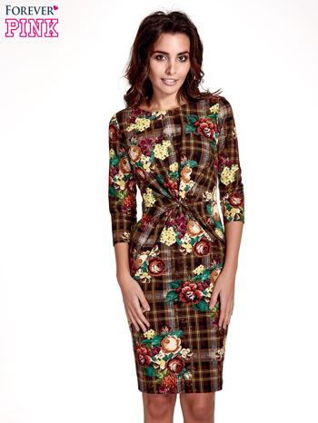 Brązowa sukienka w kratę z kwiecistym nadrukiem