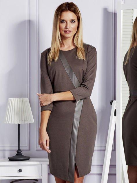 Brązowa sukienka ze skórzanymi modułami                                  zdj.                                  1