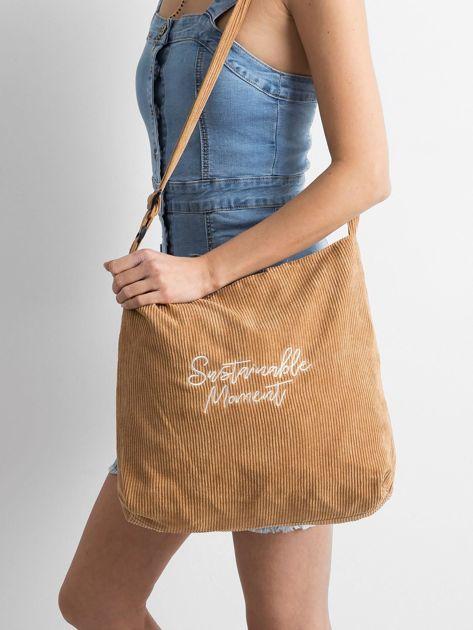Brązowa sztruksowa torba z napisem                              zdj.                              1