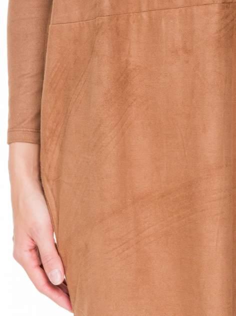 Brązowa zamszowa sukienka z luźnymi rękawami                                  zdj.                                  6