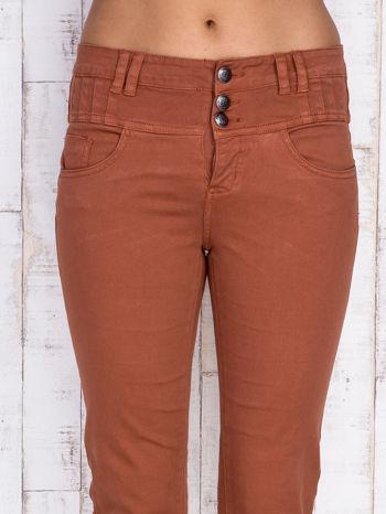 Brązowe jeansowe spodnie skinny z wysokim stanem                                  zdj.                                  4
