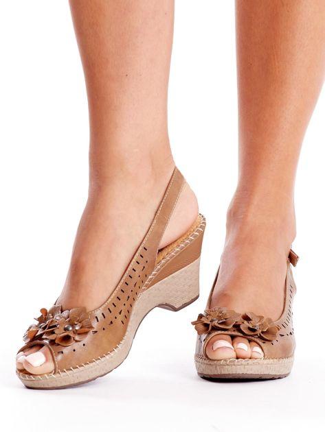 Brązowe sandały na koturnie                               zdj.                              1